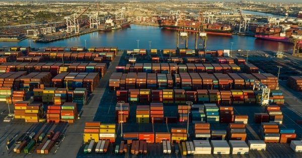 Chưa có dấu hiệu cải thiện tắc nghẽn cảng ở Mỹ, lo ngại sẽ kéo dài đến cuối năm 2022